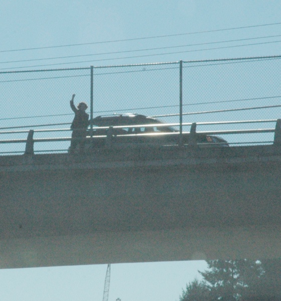 A wave from above the freeway during funeral procession for Ryan Hill. Photo: iraqwarheroes.org